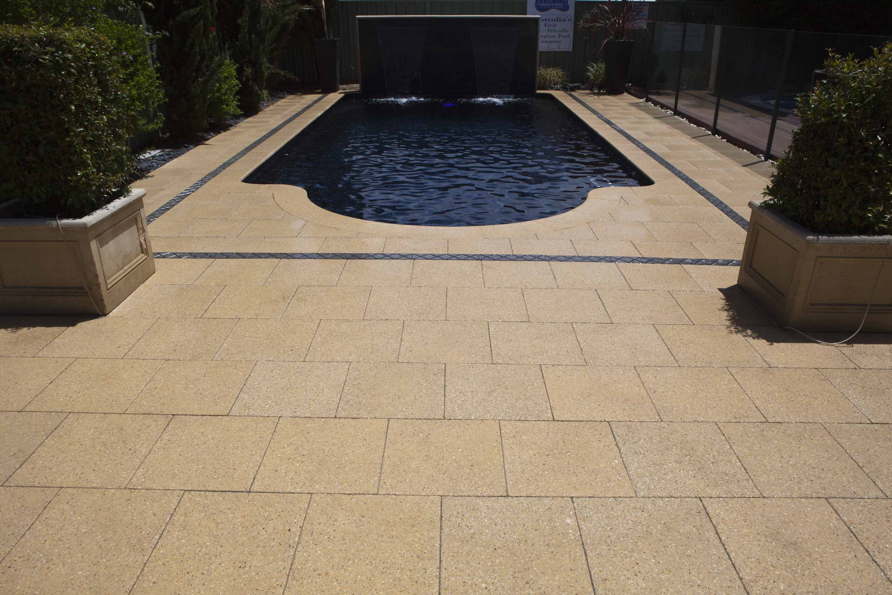 Sandstone Quartz, Charcoal Express Border