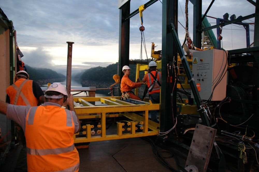 Remote operation of underwater cutting for additional inlet at Warragamba Dam