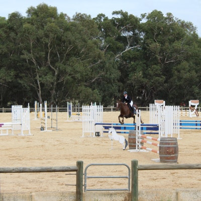 Rebecca Curran showjumping at the 2018 Interschool Championships