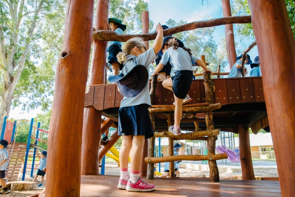 obj673215-kids-climbing-on-the-fort.jpg
