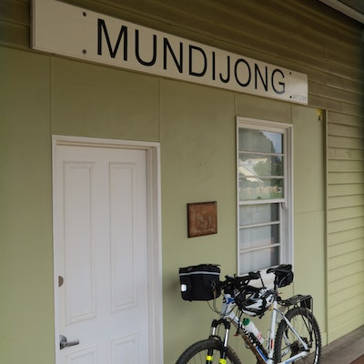 Mundijong train station