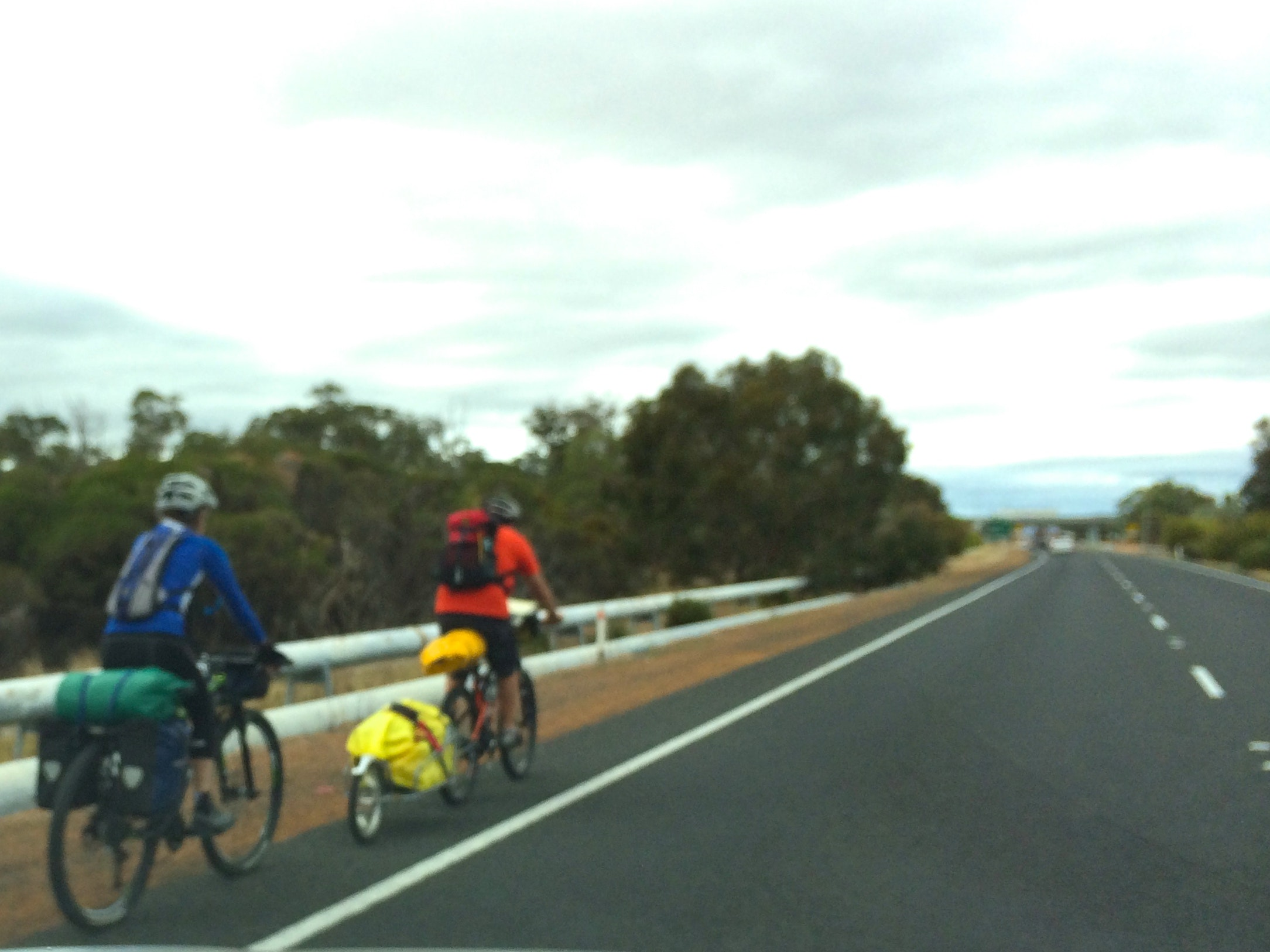 Cyclists on Mandurah to Pinjarra Rd