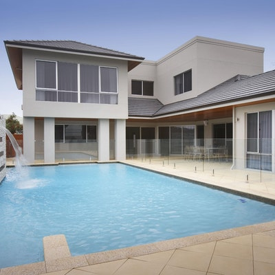 Sandstone Ridge Pavers and White Quartz Cladding Water Feature