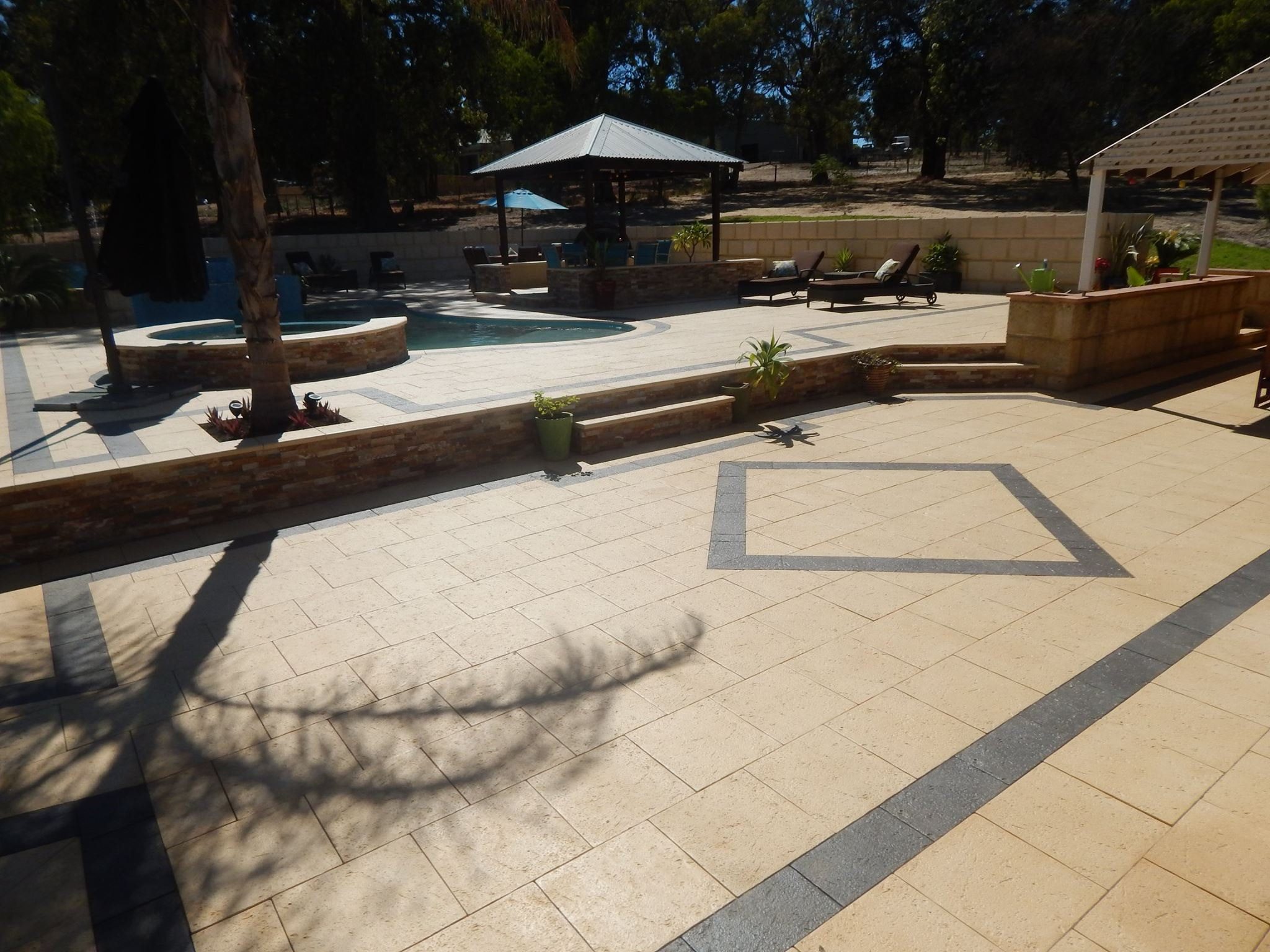 Sandstone & Charcoal Coral Pavers