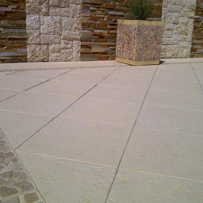 Sandstone Coral Pavers and Riverstone Border